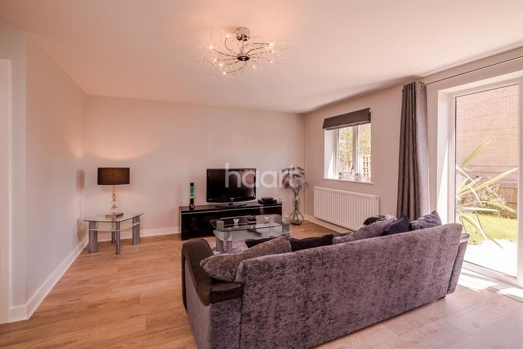 4 Bedrooms Semi Detached House for sale in Drapers Road, The Ridgeway, Enfield