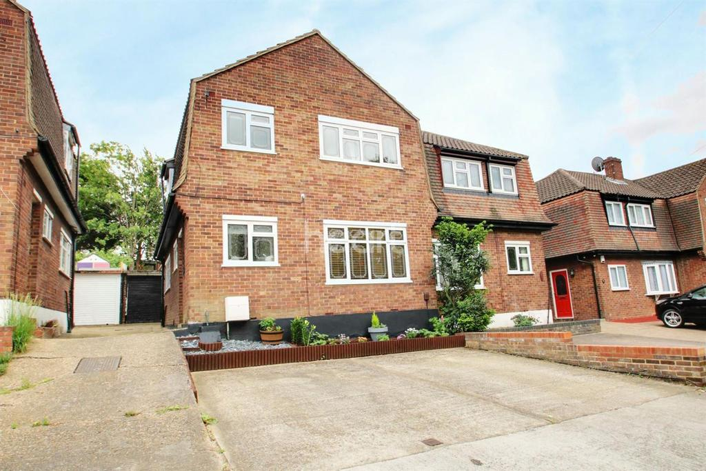 3 Bedrooms Semi Detached House for sale in Fairoak Gardens, Marshalls Park