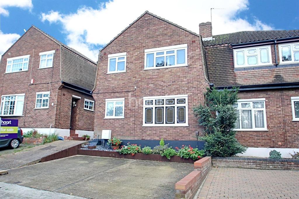 3 Bedrooms Semi Detached House for sale in Fairoak Gardens, Marshalls Park