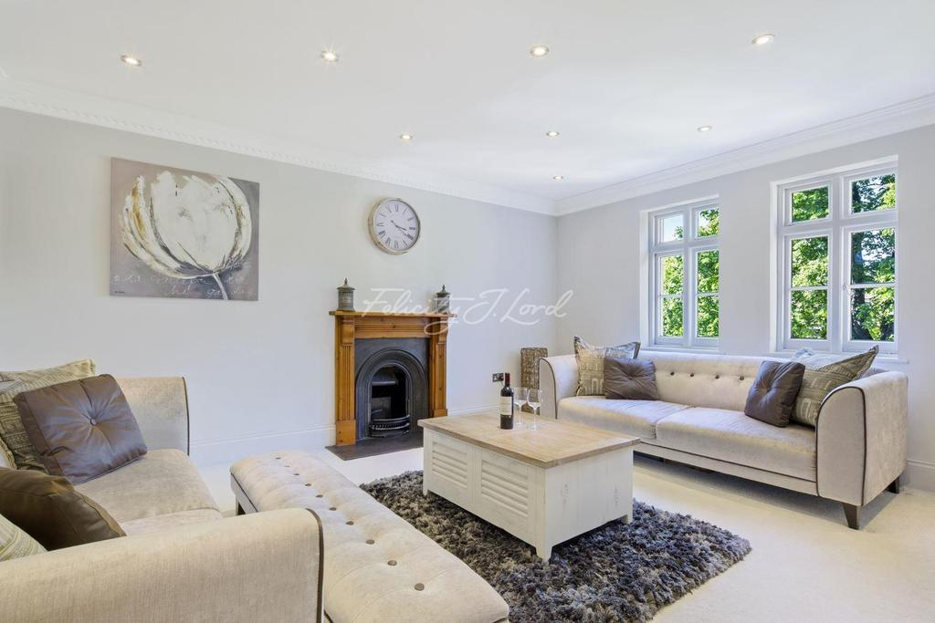 1 Bedroom Flat for sale in St. Johns Park, Blackheath, SE3