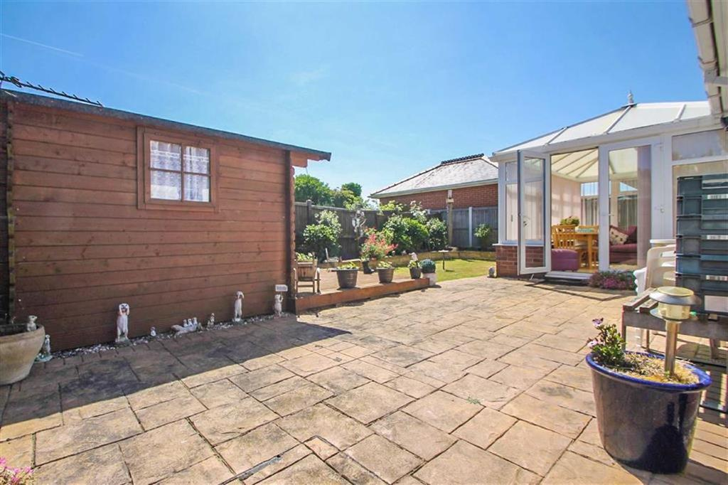 3 Bedrooms Detached Bungalow for sale in North Road, Great Clacton
