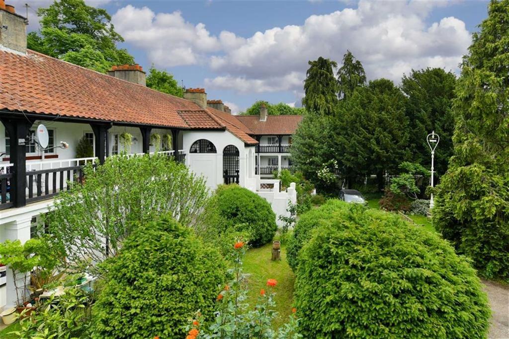 2 Bedrooms Flat for sale in Drummond Gardens, Epsom, Surrey