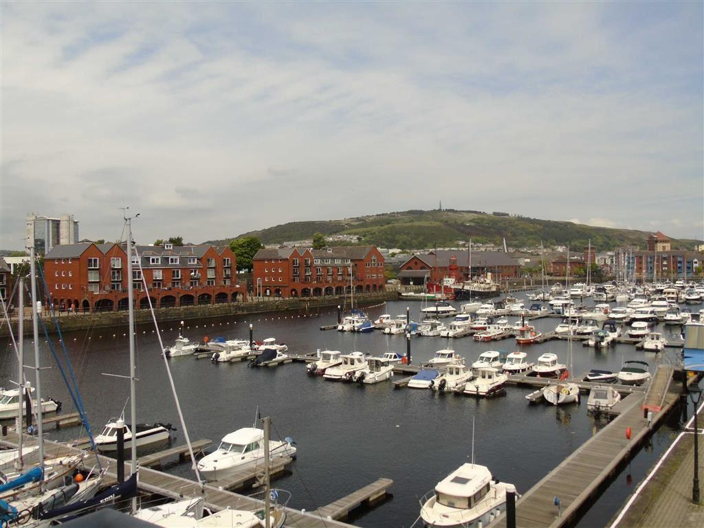 2 Bedrooms Apartment Flat for sale in Meridian Wharf, Trawler Road, Swansea
