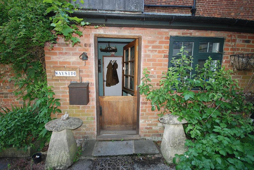 3 Bedrooms Detached House for sale in Devizes