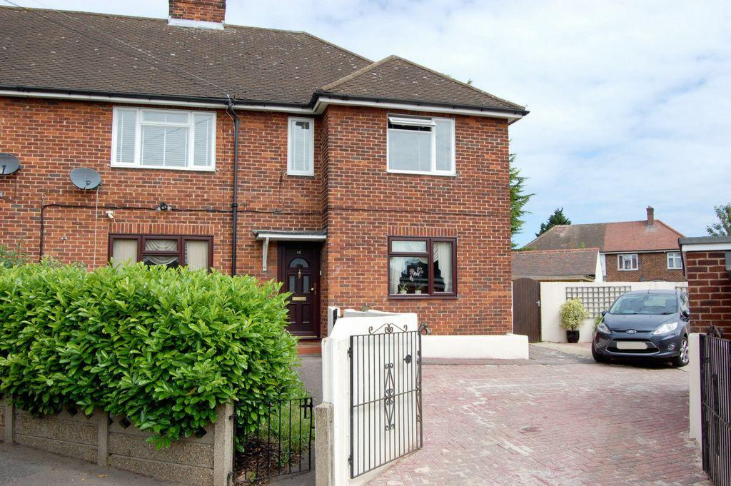 2 Bedrooms Maisonette Flat for sale in Roxwell Way, Woodford Green, IG8