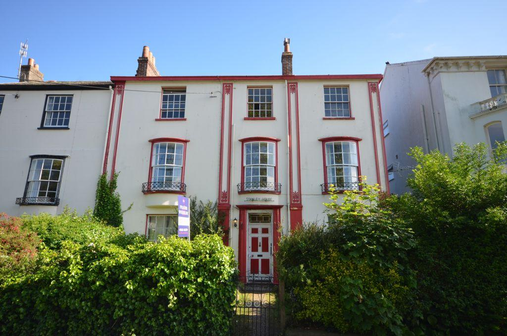 2 Bedrooms Flat for sale in Brunswick Place, Dawlish, EX7