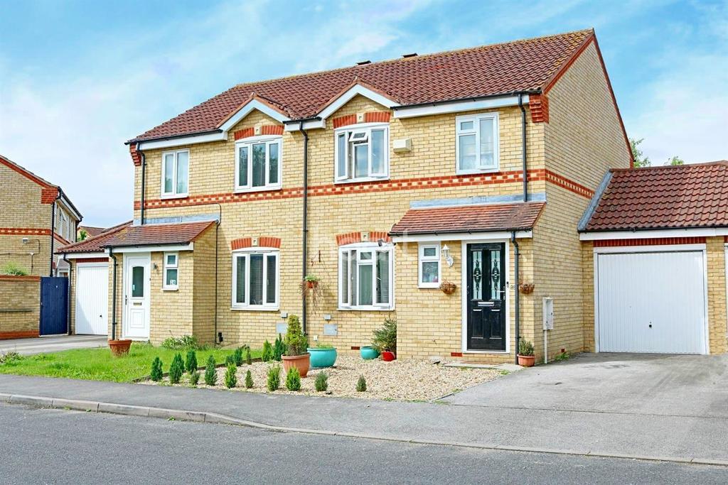 3 Bedrooms Semi Detached House for sale in Milton Keynes
