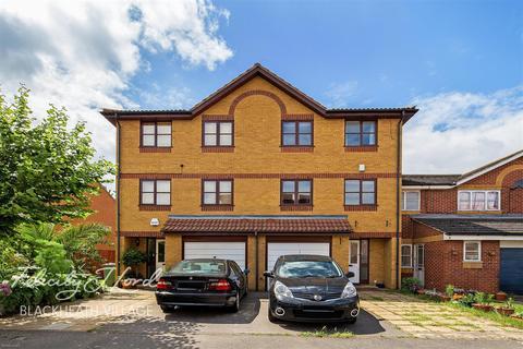 6 bedroom semi-detached house to rent - Harlinger Street, SE18