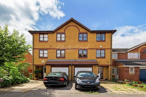 6 bedroom house to rent   Harlinger Street  SE18. Search 6 Bed Houses To Rent In South East London   OnTheMarket