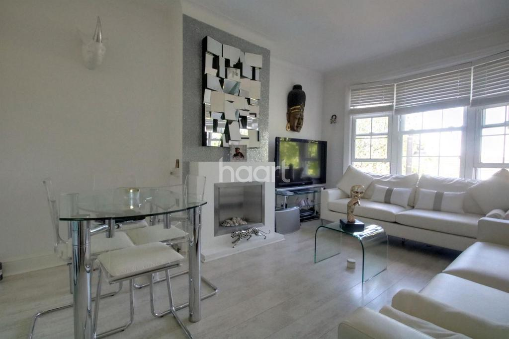 3 Bedrooms Flat for sale in Kenmure Mansions, Ealing