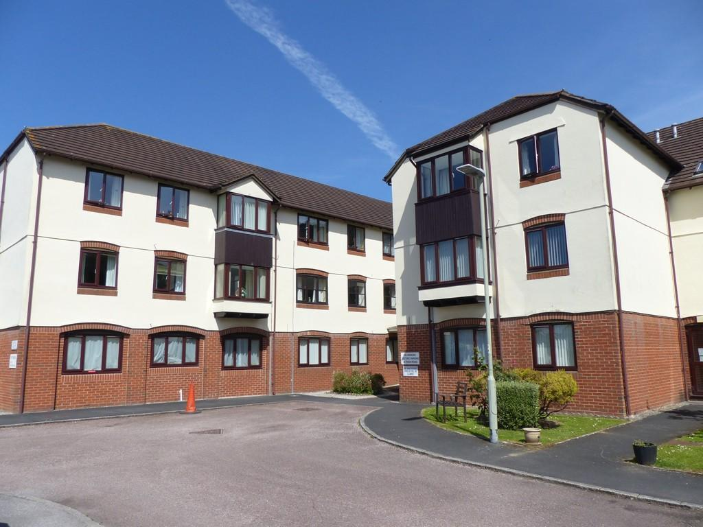 2 Bedrooms Flat for sale in Lydford House, Newton Abbot