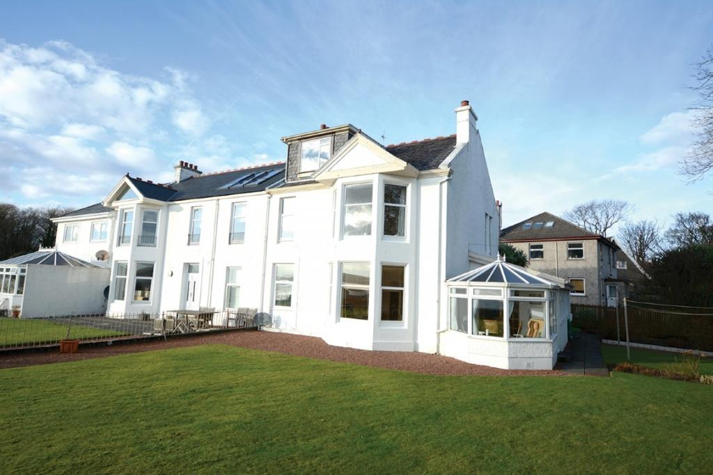 2 Bedrooms Duplex Flat for sale in 4 Craig-En-Ros Road, Millport, KA28 0BH