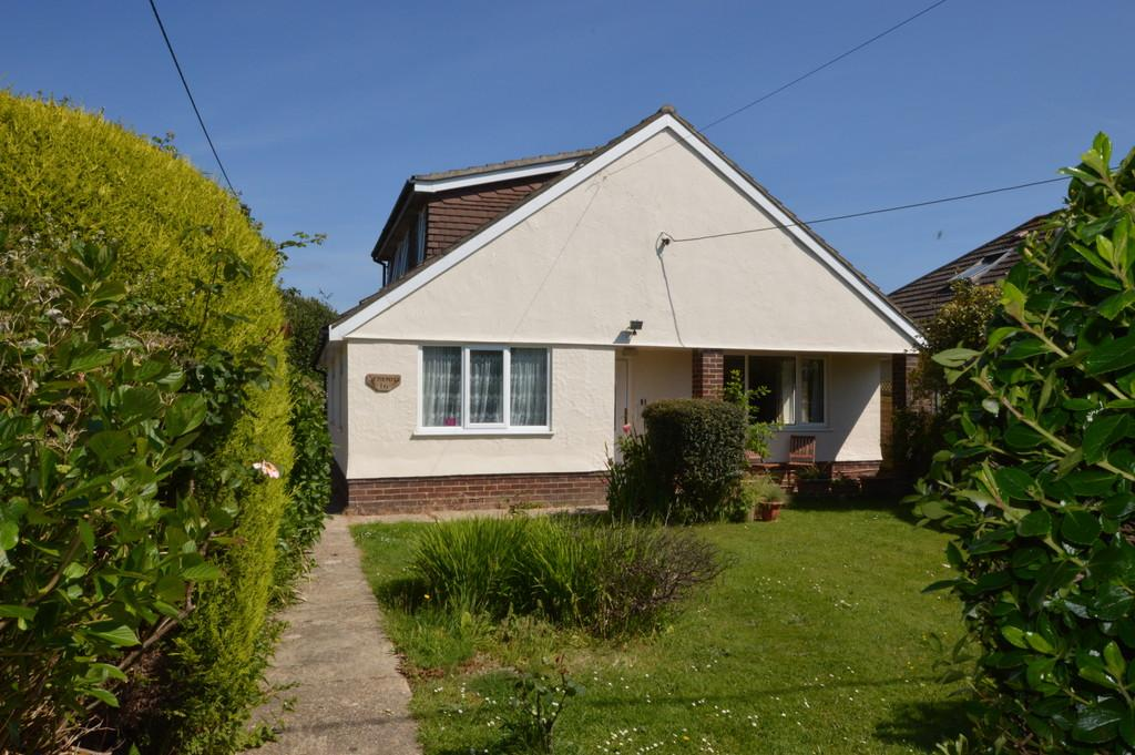 4 Bedrooms Chalet House for sale in Carlton Avenue, Barton on Sea