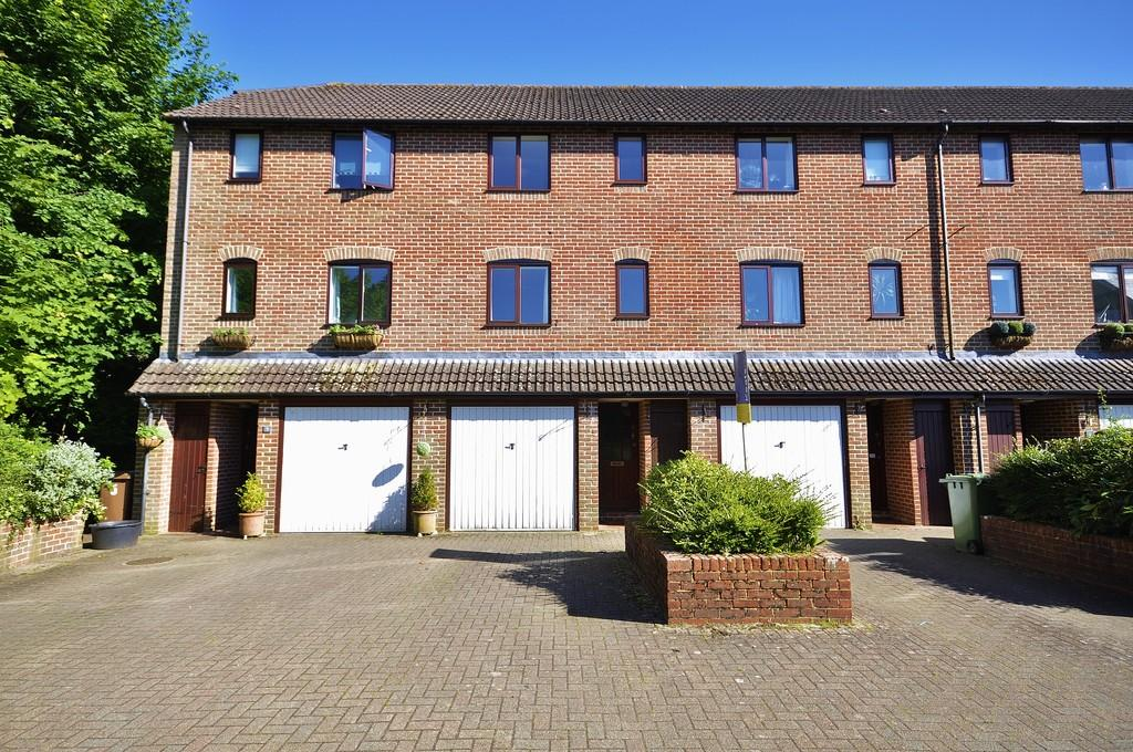 3 Bedrooms Town House for sale in Liphook