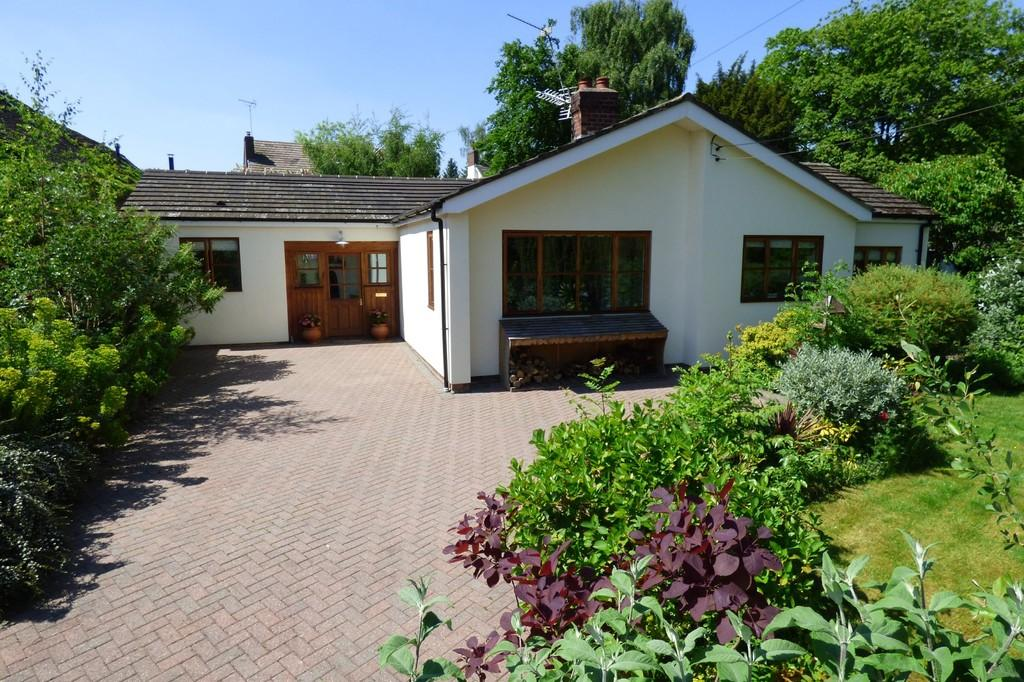 3 Bedrooms Detached Bungalow for sale in High Street, Marchington