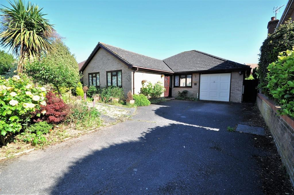 3 Bedrooms Detached Bungalow for sale in Barley Way, Stanway, West Colchester