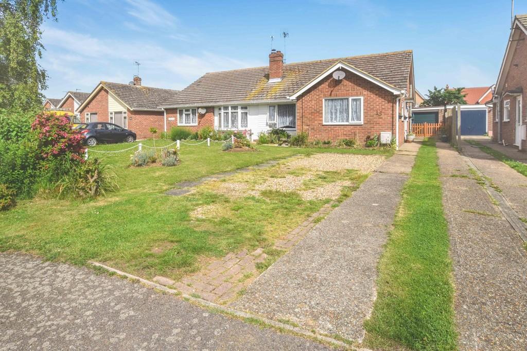 3 Bedrooms Semi Detached Bungalow for sale in Larkfield Road, Great Bentley