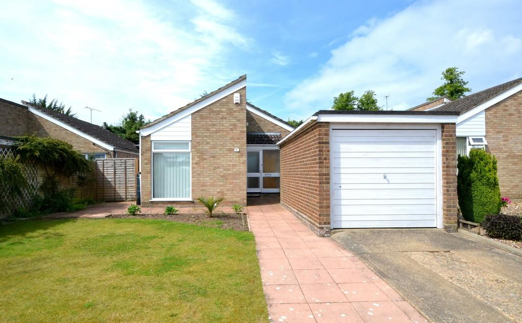 2 Bedrooms Detached Bungalow for sale in Kirkham Close, Ipswich, Suffolk, IP2 9BD