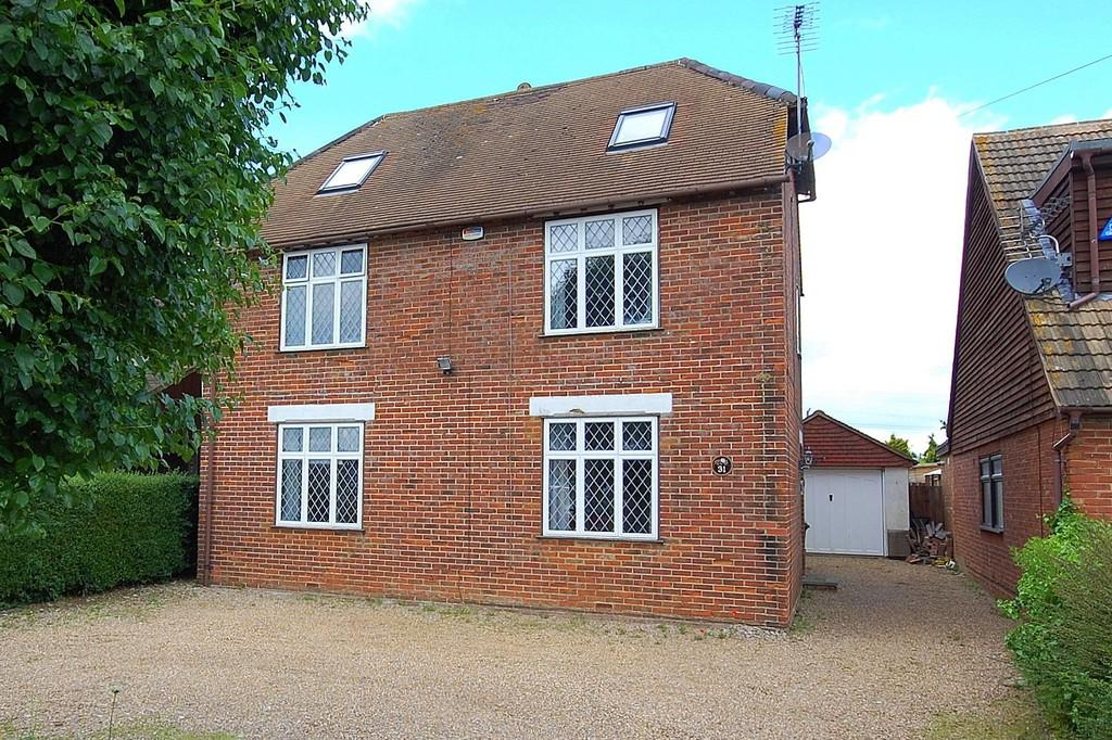5 Bedrooms Detached House for sale in Popes Lane, Sturry