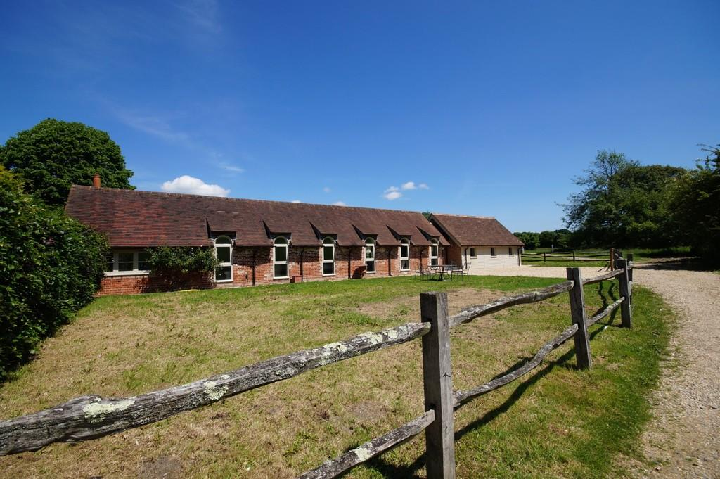 3 Bedrooms Barn Conversion Character Property for sale in Buriton, Hampshire