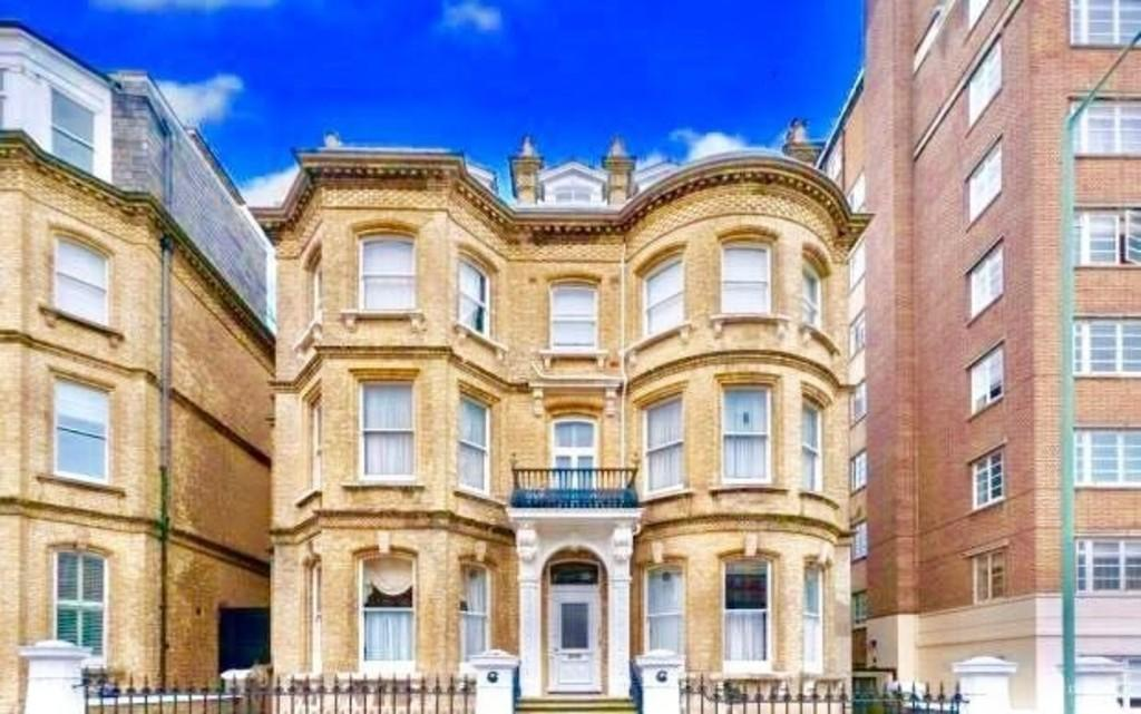 2 Bedrooms Apartment Flat for sale in Grand Avenue, Hove