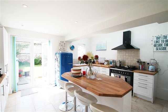 3 Bedrooms Terraced House for sale in Connuaght Terrace, Hove
