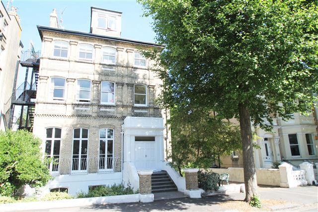 2 Bedrooms Flat for sale in Wilbury Road, Hove