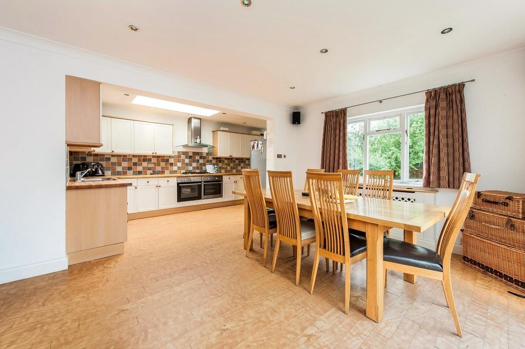 4 Bedrooms Detached House for sale in Heathside, Esher