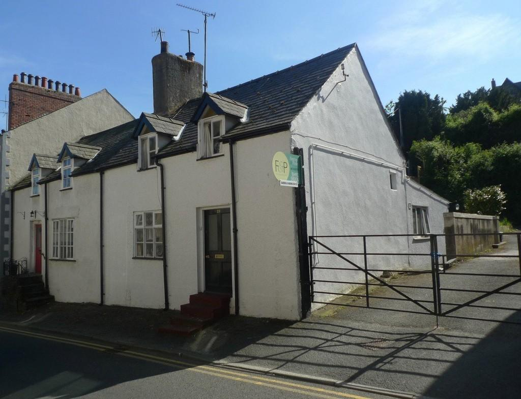 2 Bedrooms End Of Terrace House for sale in Berry Street, Conwy