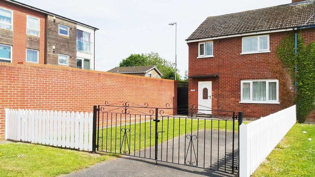 3 Bedrooms Semi Detached House for sale in Treborth Road, Blacon, Chester