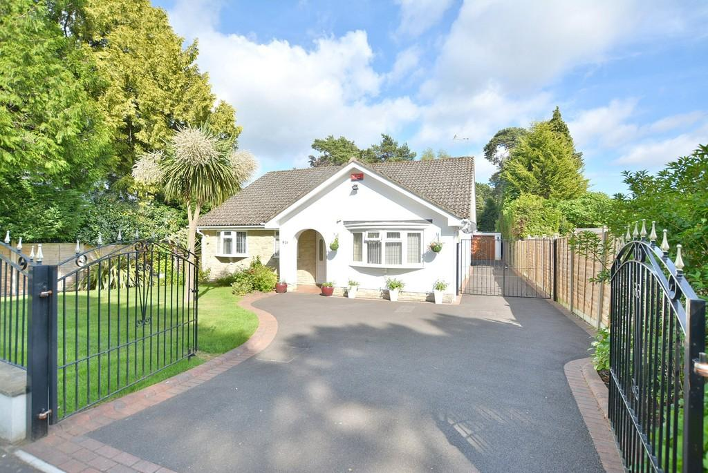 3 Bedrooms Detached Bungalow for sale in a Dorset Avenue, Ferndown