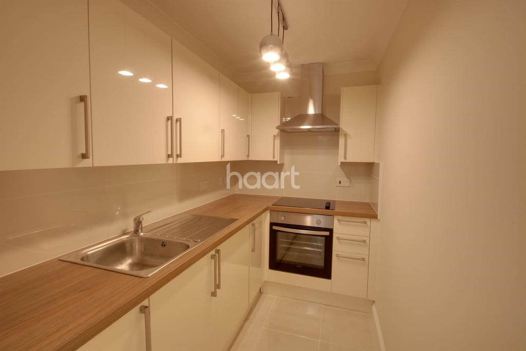 2 Bedrooms Flat for sale in Hencroft Street South