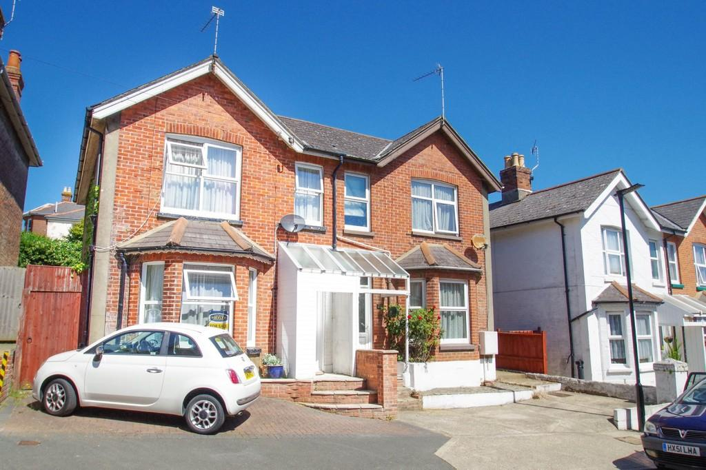 4 Bedrooms Detached House for sale in Spring Gardens, Shanklin, PO37