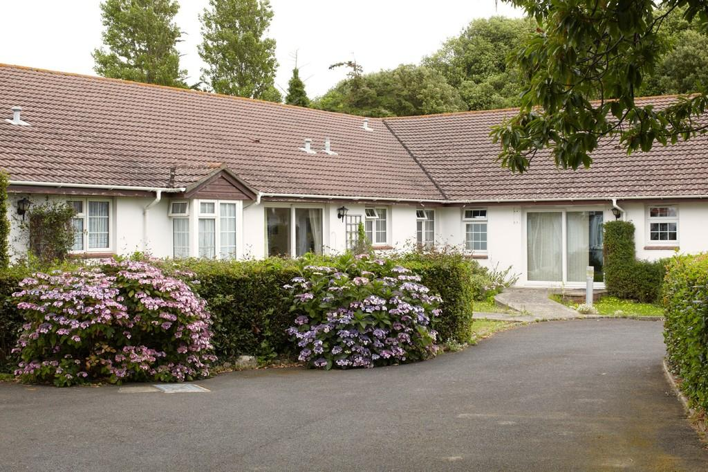 1 Bedroom Detached Bungalow for sale in Courtdrift, Swains Road, PO35