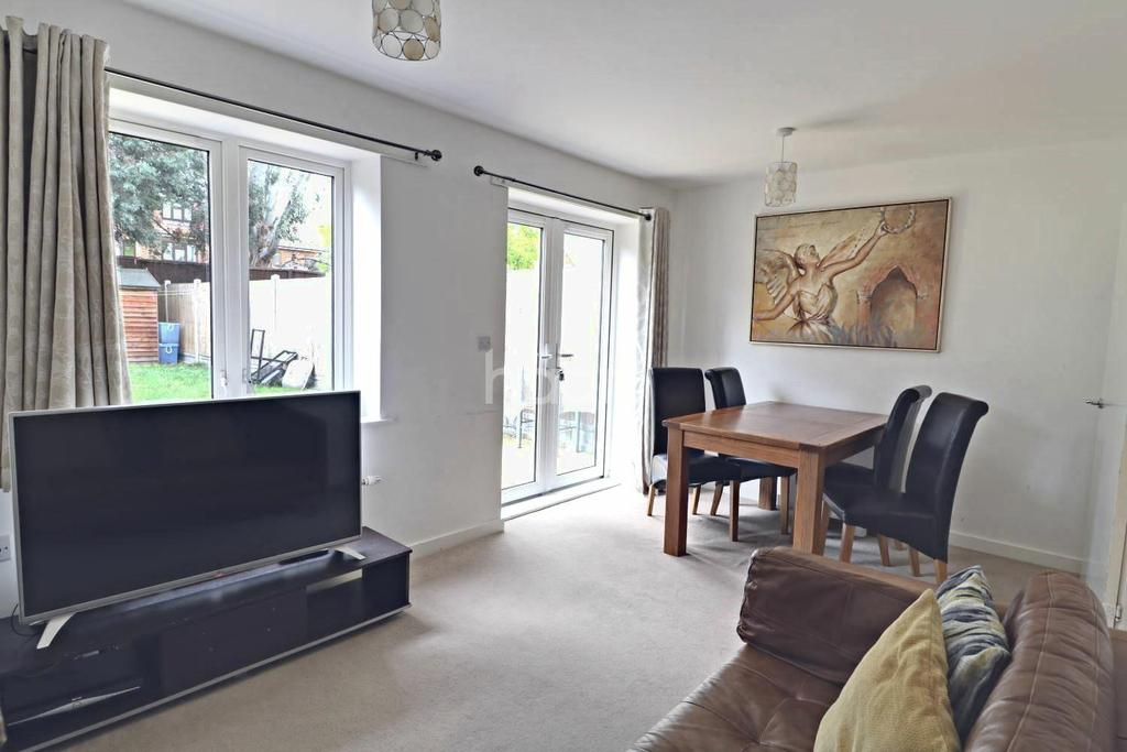 2 Bedrooms Terraced House for sale in Heathland Way, North Grays, RM16