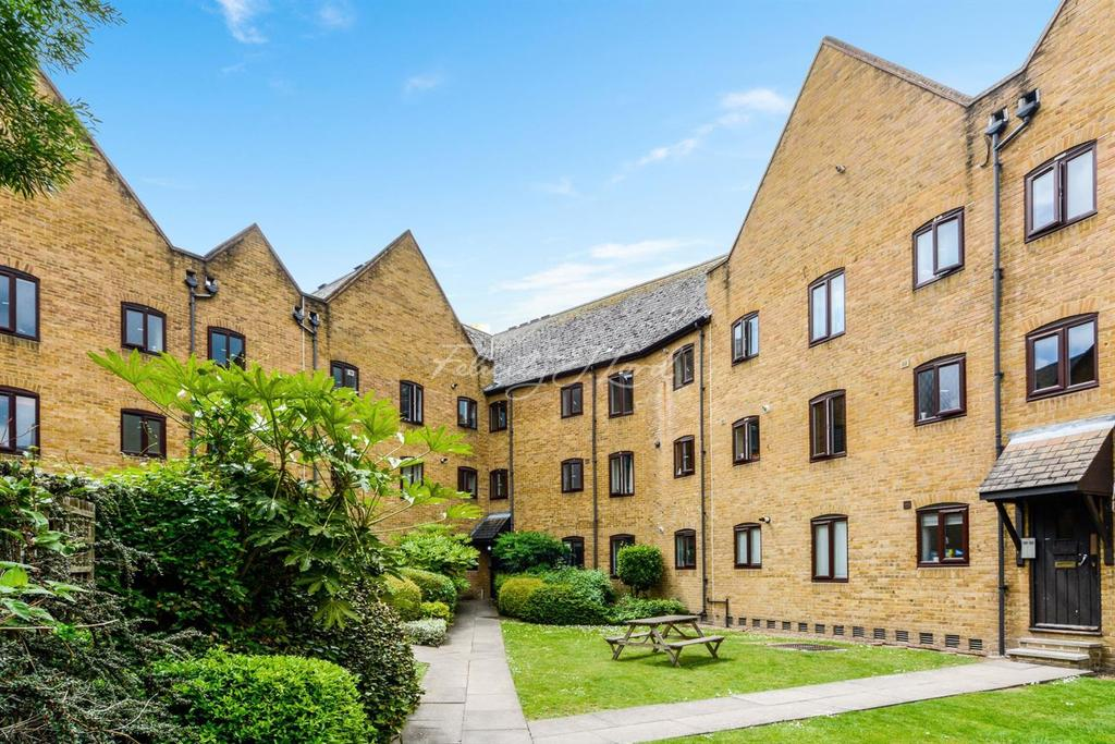 2 Bedrooms Flat for sale in Waterman Way, Wapping, E1W