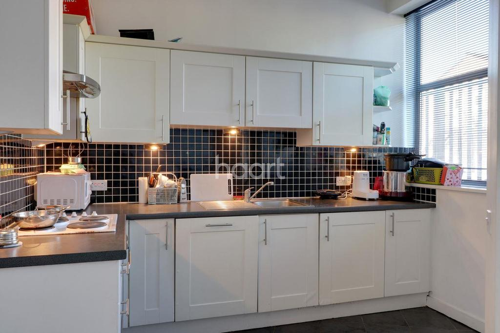1 Bedroom Flat for sale in Kingsley Mews, Ilford, Essex