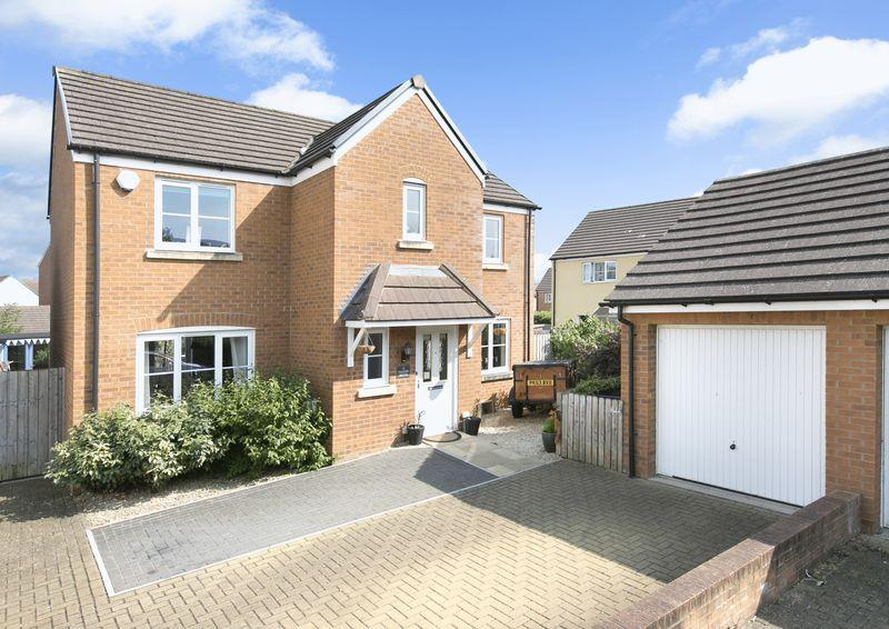 4 Bedrooms Detached House for sale in Trowbridge