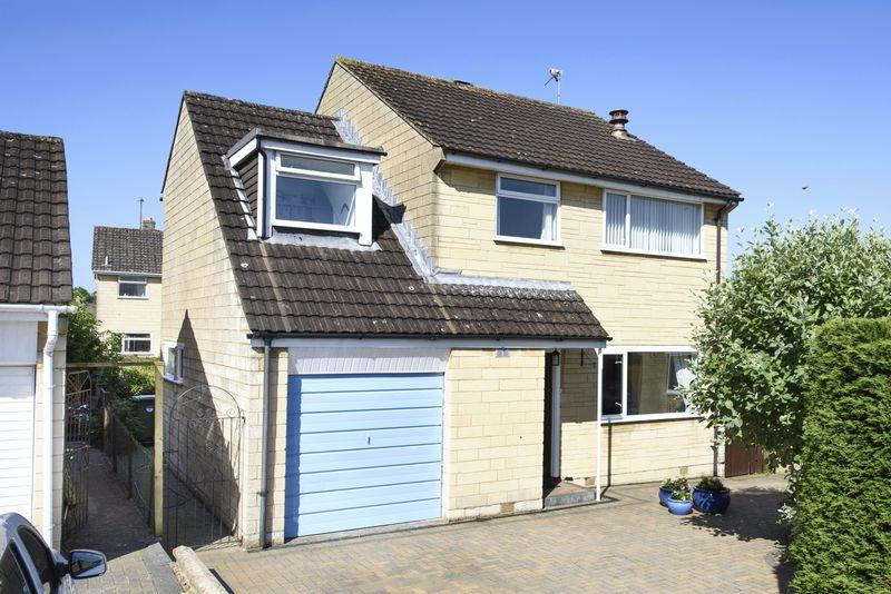 4 Bedrooms Detached House for sale in Farleigh Avenue, Trowbridge