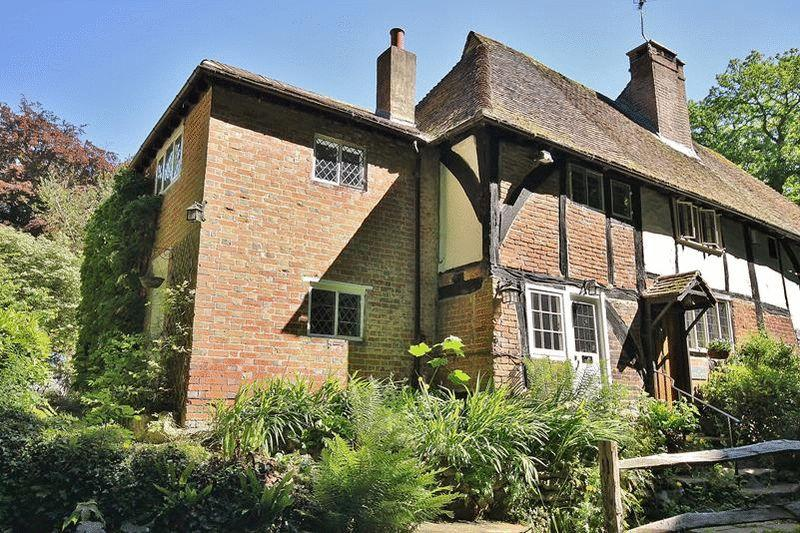 3 Bedrooms Semi Detached House for sale in Pains Hill, Oxted