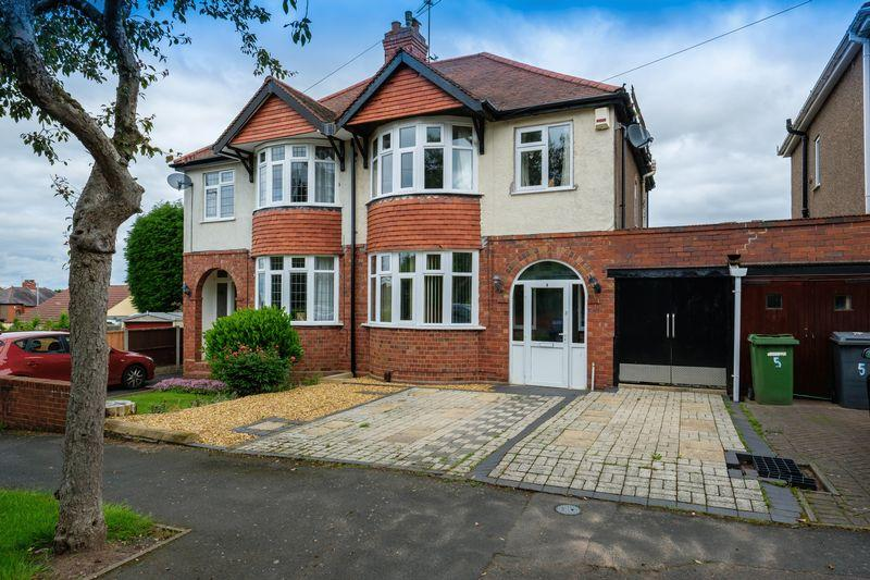 3 Bedrooms Semi Detached House for sale in Links Road, Penn, Wolverhampton