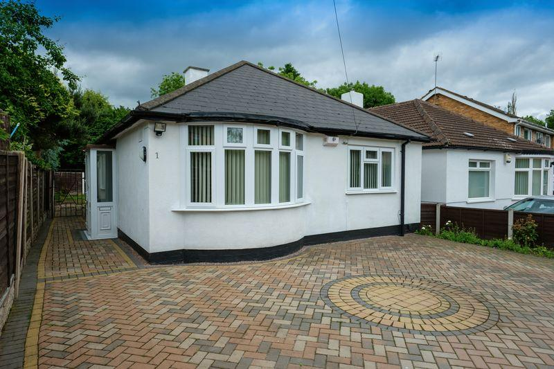 3 Bedrooms Detached Bungalow for sale in Victoria Road, Tettenhall, Wolverhampton