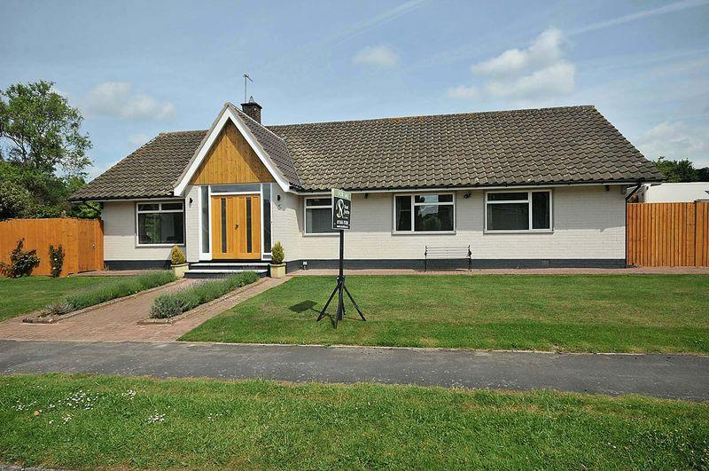 3 Bedrooms Bungalow for sale in Brookfield Drive, Holmes Chapel