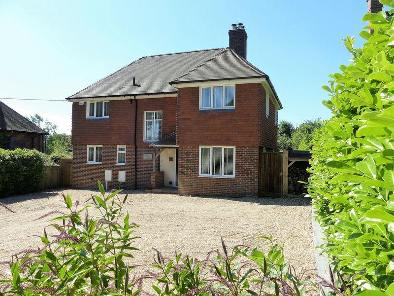 4 Bedrooms Detached House for sale in Ockley Road, Ewhurst