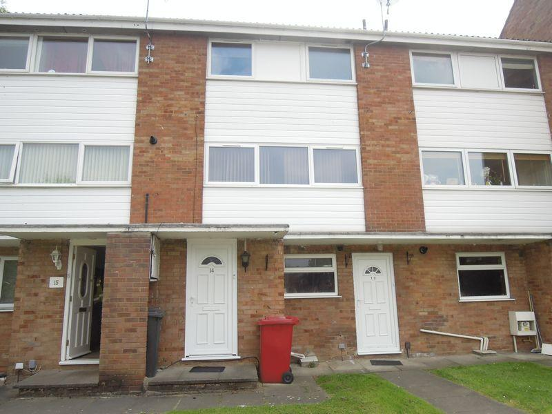 2 Bedrooms Maisonette Flat for sale in Harrogate Court, Langley