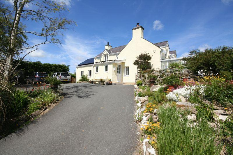 5 Bedrooms Detached House for sale in Brynteg, Anglesey
