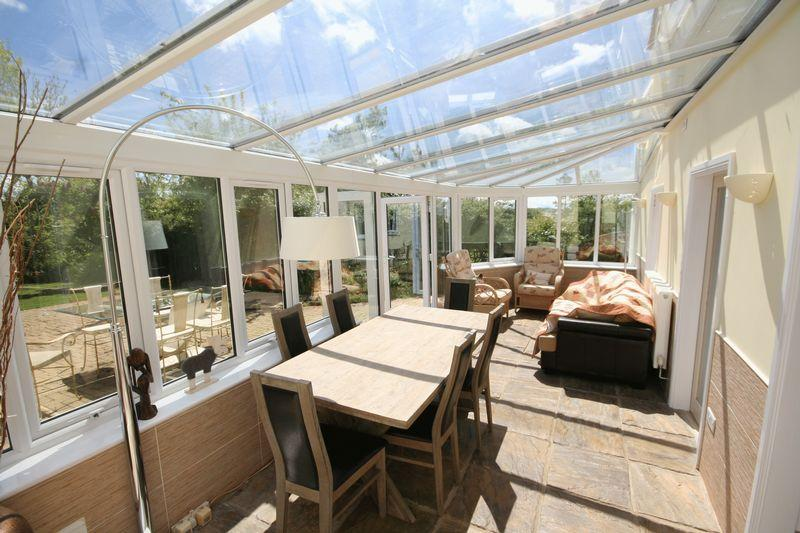 5 Bedrooms Detached House for sale in Brynteg, Isle of Anglesey