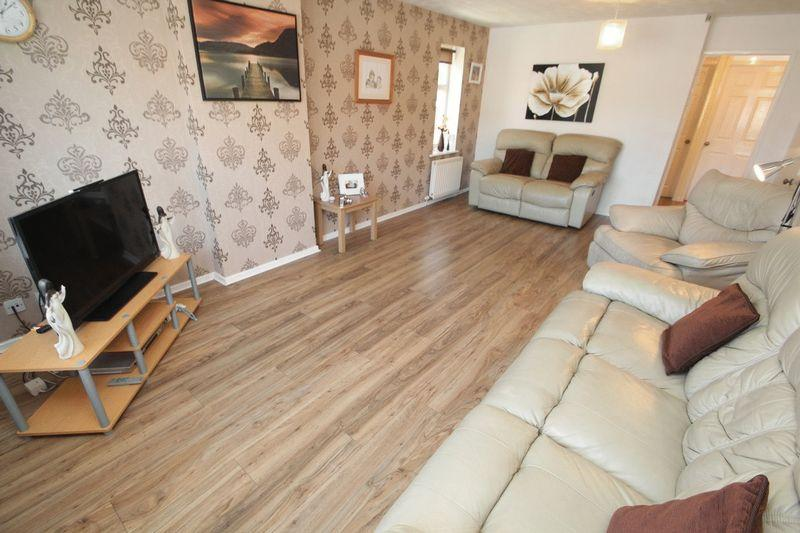 3 Bedrooms Detached Bungalow for sale in Christopher Acre, Norden, Rochdale OL11 5FE