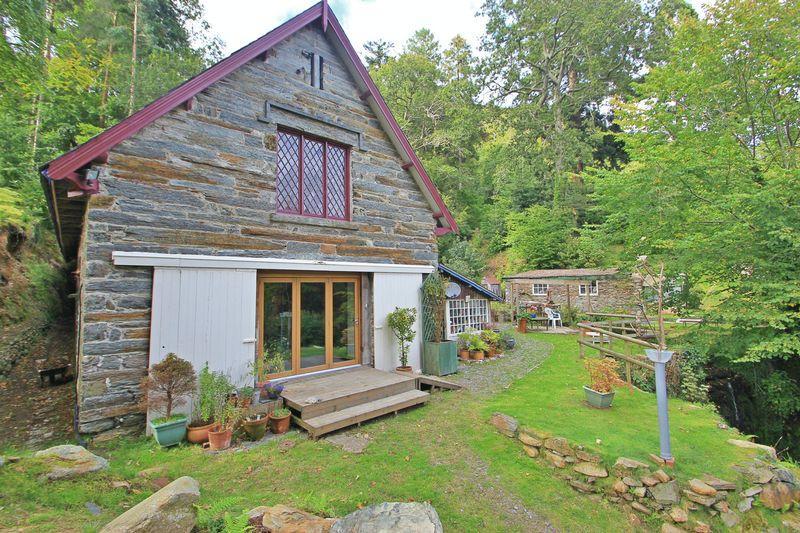3 Bedrooms Detached House for sale in Tan-Y-Bwlch,Gwynedd