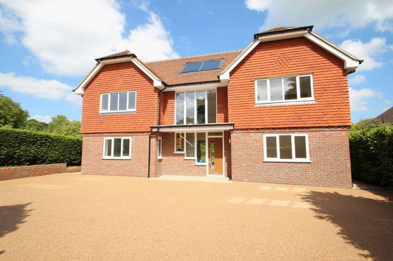 4 Bedrooms Detached House for sale in Rotherfield Lane, Mayfield